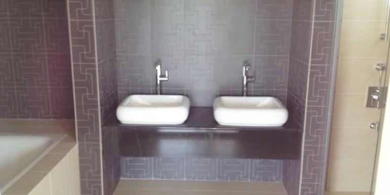 EL-Master bathroom